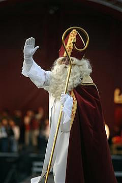 Sinterklaas waving to the crowd